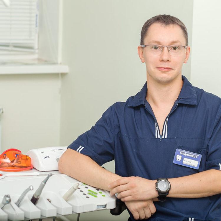 Стоматолог -ортопед-хирург-имплантолог Русов Дмитрий Мединвест