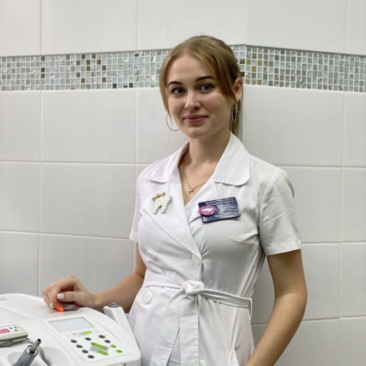 Попова Анастасия Владимировна , стоматолог терапевт